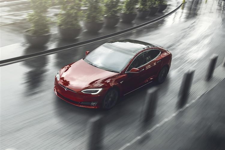 http://f2.caranddriving.com/images/new/big/teslamodels0718(06).jpg