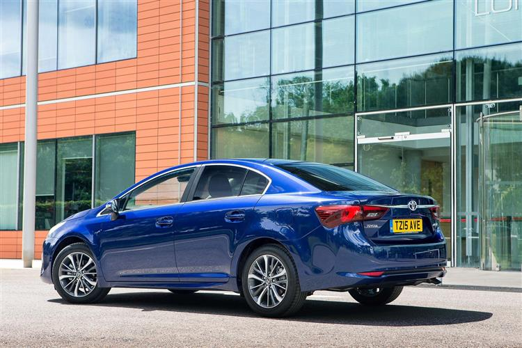 http://f2.caranddriving.com/images/new/big/toyotaavensis0615(3).jpg