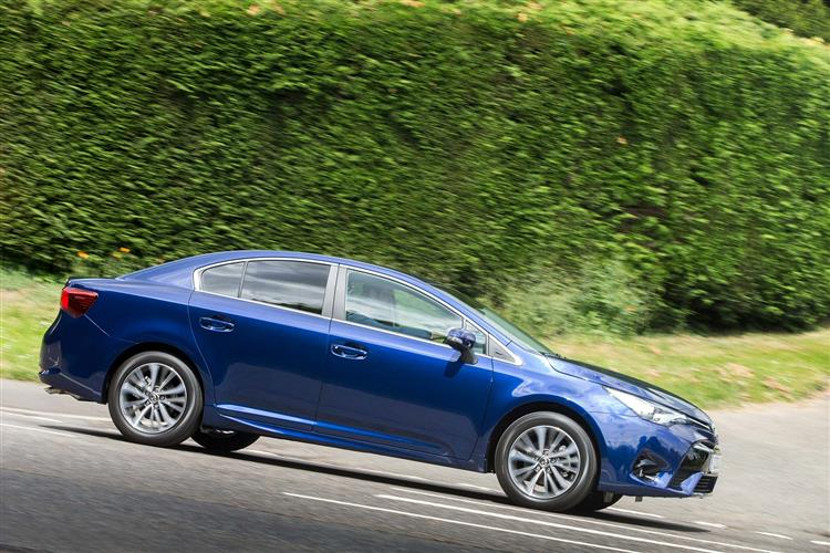 http://f2.caranddriving.com/images/new/big/toyotaavensis0615(7).jpg