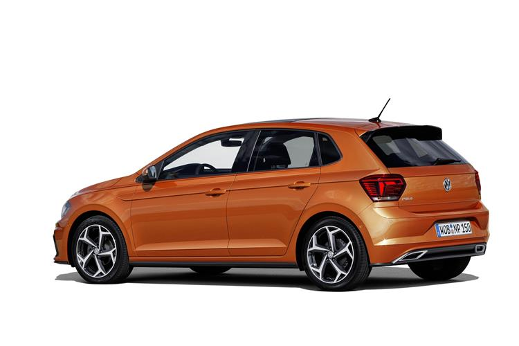 http://f2.caranddriving.com/images/new/big/volkswagenpolo0717(9).jpg