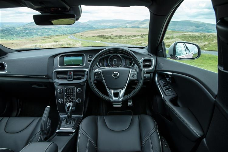 http://f2.caranddriving.com/images/new/big/volvov400216int.jpg