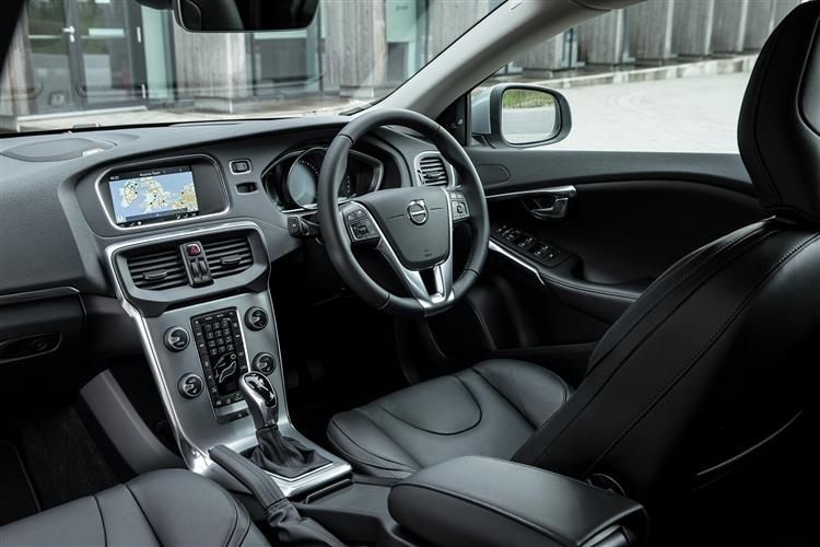 http://f2.caranddriving.com/images/new/big/volvov40t20416int.jpg