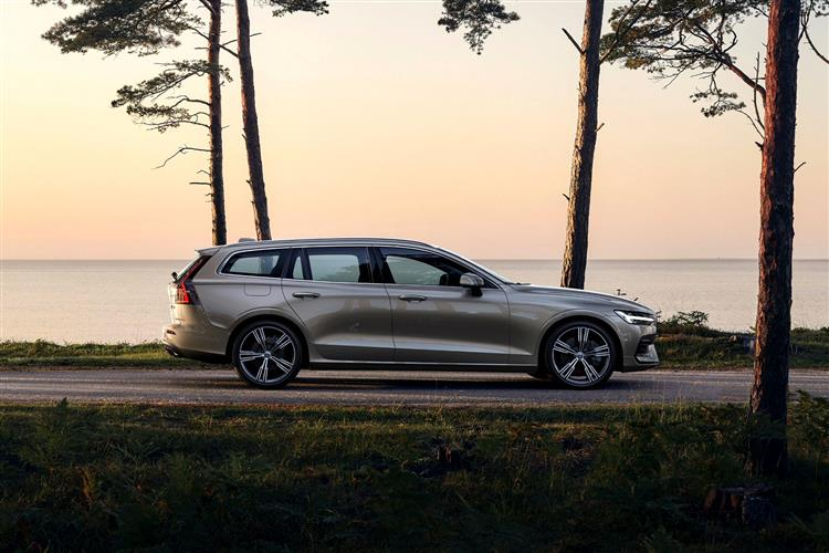 Volvo New V60 D3 Momentum Including Metallic Paint image 1 thumbnail