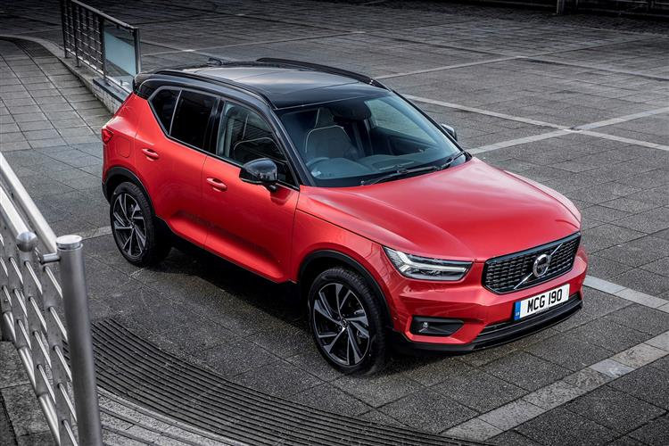 Volvo XC40 T3 Momentum Including Metallic Paint image 2