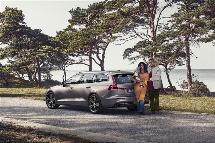 Volvo New V60 D3 Momentum Including Metallic Paint image 13 thumbnail